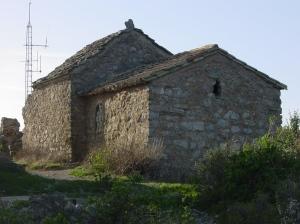 Saint Victor de Montveyre, à Fontjoncouse, la chapelle vue du sud-est.