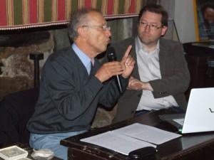 Le professeur Jean Guilaine et Charles Peytavie à Bouisse lors des Journées René Nelli à Bouisse (juin 2013)