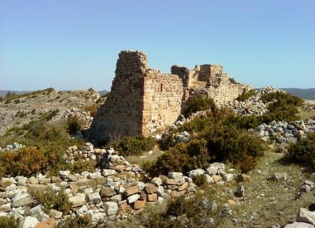 Les ruines du château de Montséret dans les Corbières.