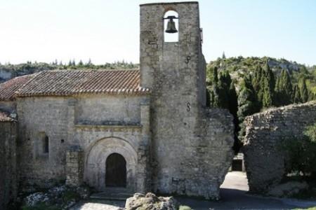 L'église romane Sainte-Léocadie de Fontjoncouse.