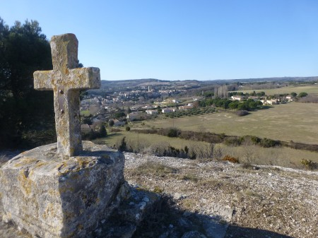 Montolieu depuis la croix de Saint-Roch. Une étape de notre rando-découverte. Photo Jean-Claude Capéra.