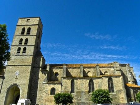 L'église paroissiale Saint_André de Montolieu, chef d'oeuvre de l'art gothique méridional et instrument de reconquête spirituelle de la population à la fin du XIIIe siècle.
